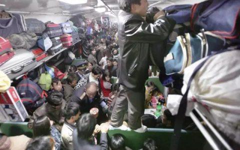 吴京自带小板凳坐火车,内容过于真实