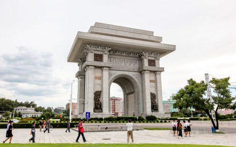 朝鲜:平壤凯旋门比巴黎凯旋门高10米多,纪念战胜日本和美国!
