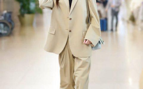 唐嫣这穿搭没谁了,用西装配运动鞋也时髦?网友:欣赏不来!