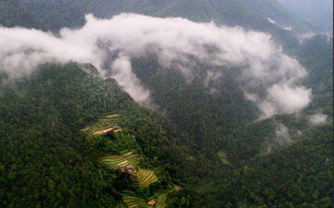 在贵州的大山深处藏着一户与世隔绝的人家,驴友们把它称着独家村