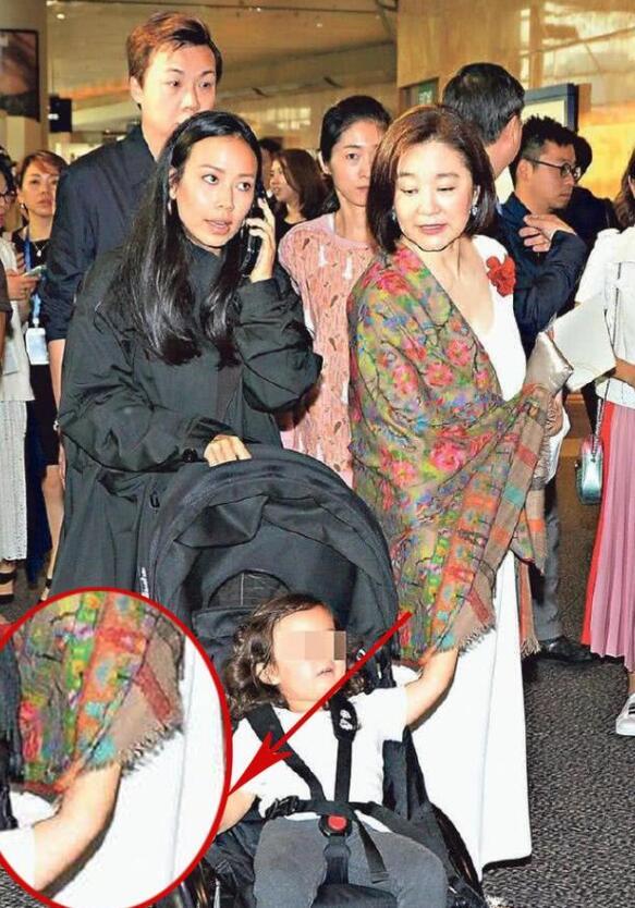 林青霞携女、外孙女香港参展,网友:外孙女可爱,一家人尽显幸福