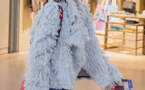 戚薇为凹造型简直了,拖把布也往身上穿,好看的人穿个毛都好看