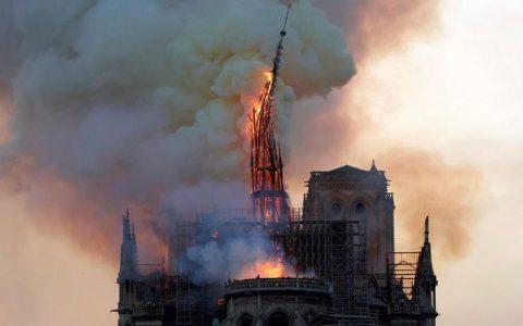 巴黎圣母院着火,动漫店钟楼怪人终以悲剧收场