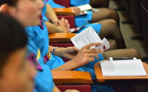 昆明航空组织开展空勤人员法制宣传教育讲座