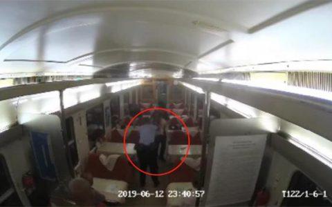 男子火车上喝一斤白酒 打人袭警被刑拘
