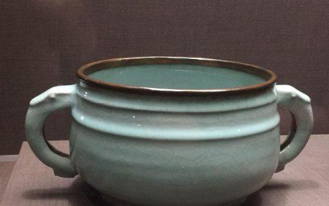 青瓷簋(讓南宋官窯器中出現一類仿銅器)
