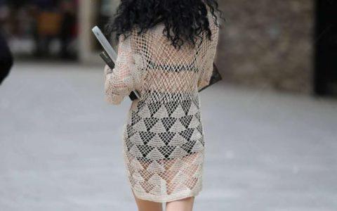 时尚街拍:小姐姐裸色针织衫,走在街上犹如一场视觉盛宴