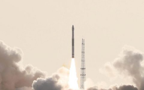 """酒泉卫星发射中心:快舟一号甲运载火箭""""一箭双星""""发射成功"""