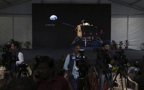 印度登月计划遇挫折,飞船2号探测器在着陆月球表面时失去联络