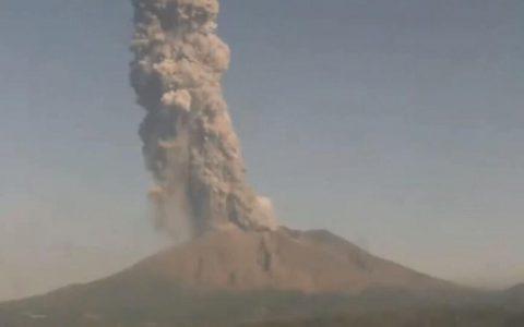 日本樱岛火山大规模喷发,烟雾升上3900米高空