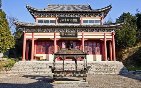 河南信阳 鸡公山上的活佛寺