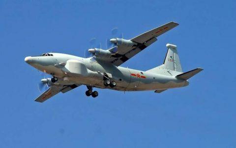 中国的首款四座电动飞机成功地在东北城市沉阳起飞