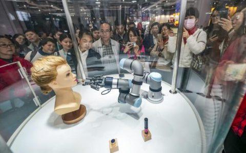 中国在第二届国际进口博览会上为世界经济更加开放提供平台