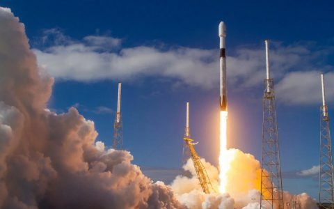 Max Q:SpaceX开始构建其生产的Starlink星座