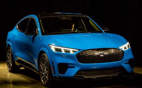 福特的野马Mach-E跨越了电动汽车,SUV和肌肉车的世界