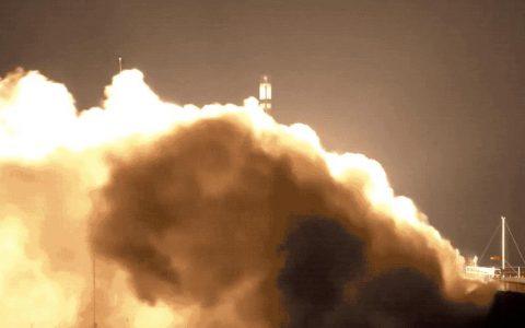 火箭实验室成功完成火箭助推器的发射,启动了第十次电子飞行任务