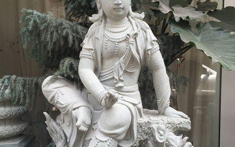 博物馆收藏的北魏观音石雕像造型鉴赏