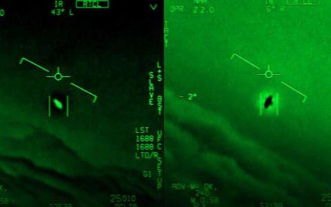 """2004年海军飞行员拍摄的Bizzare"""" Tic Tac""""不明飞行物遭遇"""