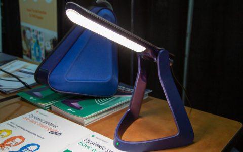 Lexilight阅读灯,可以帮助阅读障碍者提高阅读能力