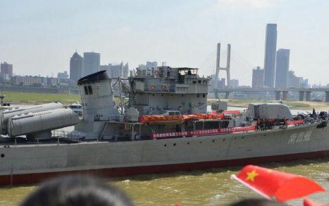 """中国首艘万吨级驱逐舰""""南昌舰""""正式入列"""