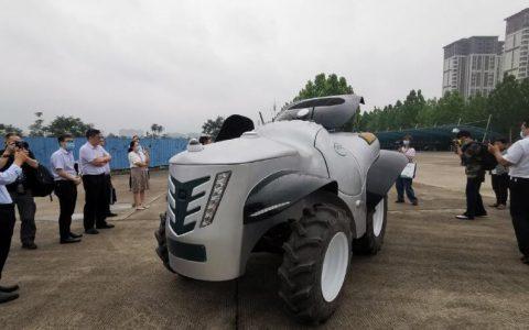中国首款5G+氢燃料无人驾驶拖拉机河南亮相,3分钟加氢24小时待命