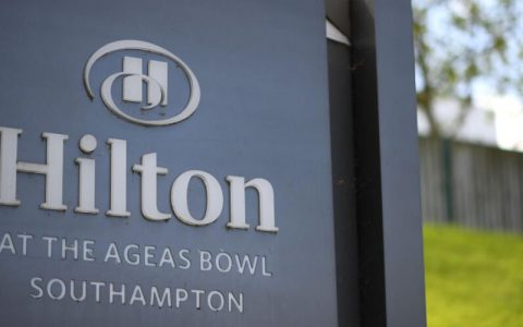 希尔顿酒店拟全球裁员2100人,占现有人手逾2成