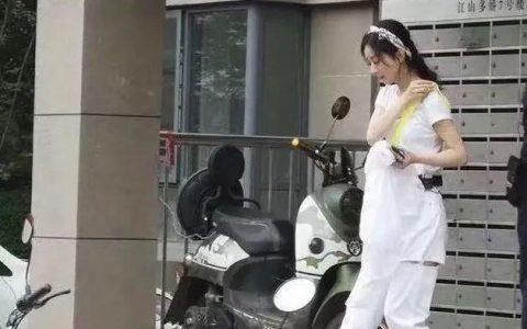 赵丽颖生娃后美出新高度:穿一身白色录节目 身材出众气质惊艳!
