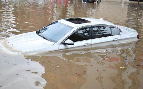 车辆落水后如何逃生?一文明白自救脱困方法