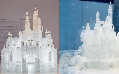 两名熊孩子馆内追逐玩闹,上海玻璃博物馆迪士尼城堡倒塌损毁