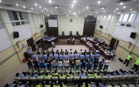 河南省宝丰县法院公开开庭审理赵某某等27人涉恶犯罪集团案