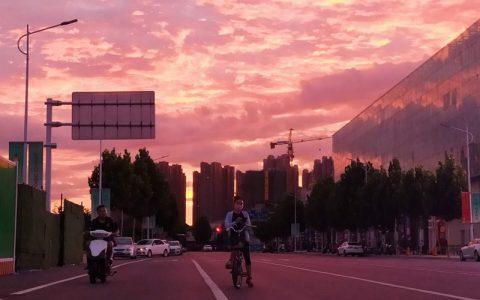 那时你还在梦中 郑州的太阳就是这样来到我们身边的