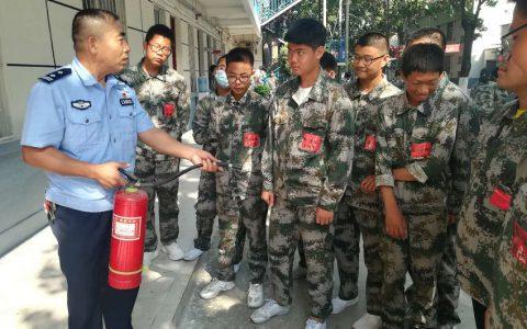 """""""开学第一课"""" 安阳市南关派出所社区民警为学生保驾护航"""