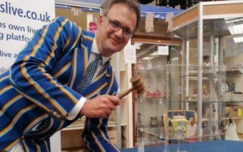 乾隆酒壶以39万英镑在英国汉森拍卖拍卖行成交,中国古董频频在海外拍出天价?