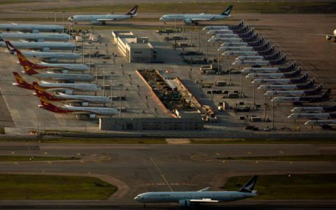 国泰航空(0293)宣布重组方案,整个集团裁员8500个职位