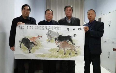 河南卫辉:三位艺术家联手为小水滴创作《五牛图》