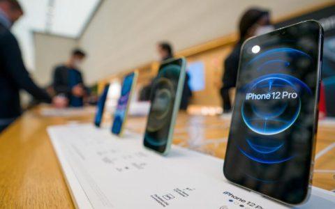 苹果(Apple)两款新机iPhone 12 mini、iPhone 12 Pro Max供货紧张,Apple店员:100个顾客有98个是黄牛