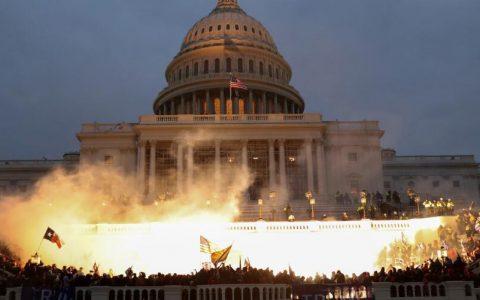 特朗普支持者冲击国会, 媒体:美国人毋庸置疑在目击政变