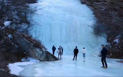 掌阅盖州观天下《洼岭冰瀑秀冬寒》