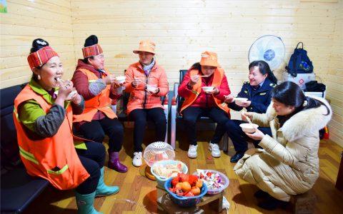 剑河:品汤圆庆元宵 让户外劳动者暖心过节